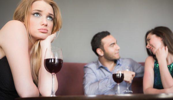 Avoir une relation adultère